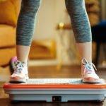 Ist der Einsatz einer Vibrationsplatte bei Osteoporose sinnvoll? Diese Übungen helfen wirklich!